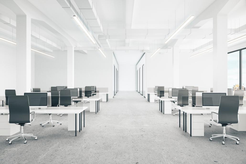 Großraumbüro mit heller Einrichtung für Firmen