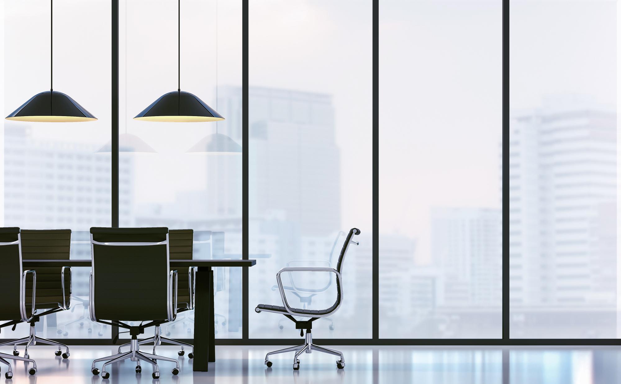 Konferenzraum mit Bürostühlen